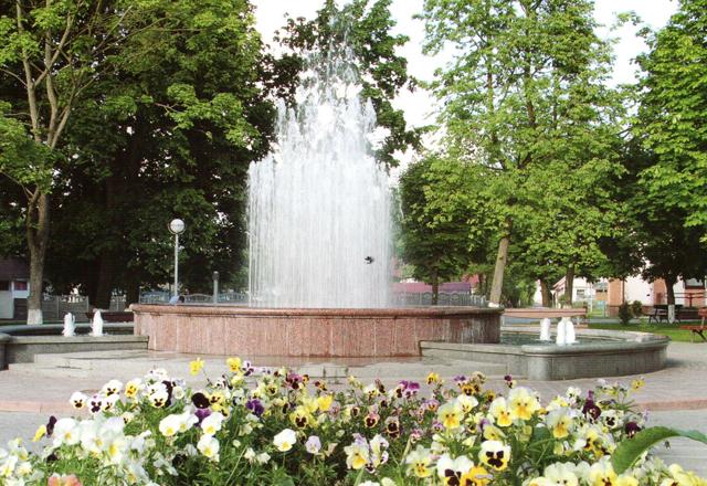 Фонтан в центральном сквере Щучина